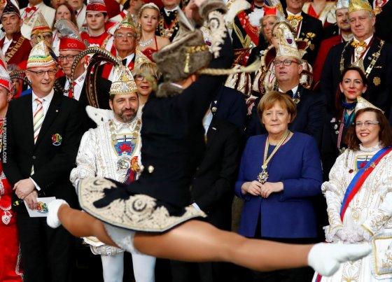 """ანგელა მერკელი როგორი შურით უყურებს ამ სპორტული ფეხების მქონე გოგოს, """"რეიტუზიანებმა დაგლიჯა"""""""