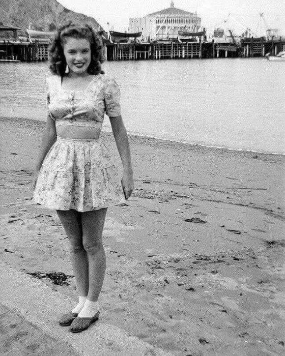 17 წლის ნორმა ჯეინი, იგივე მერლინ მონრო 1943 წელს