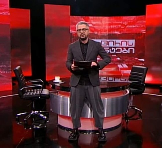 """რუსთავი2-ის გენერალური დირექტორის, ნიკა გვარამიას ჩაცმის სტილმა """"დაგლიჯა"""""""