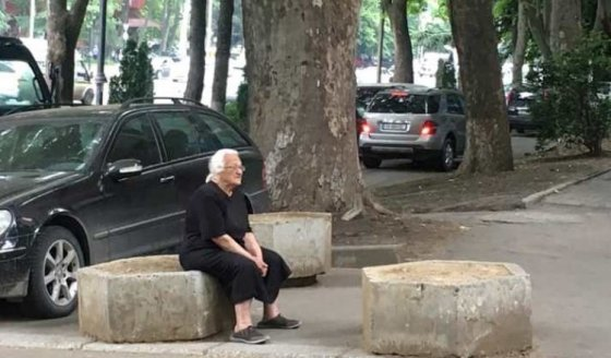 როდესაც ქუჩაში დაინახავ შენს პირველ მასწავლებელს, რომელმაც წერა-კითხვა გასწავლა...