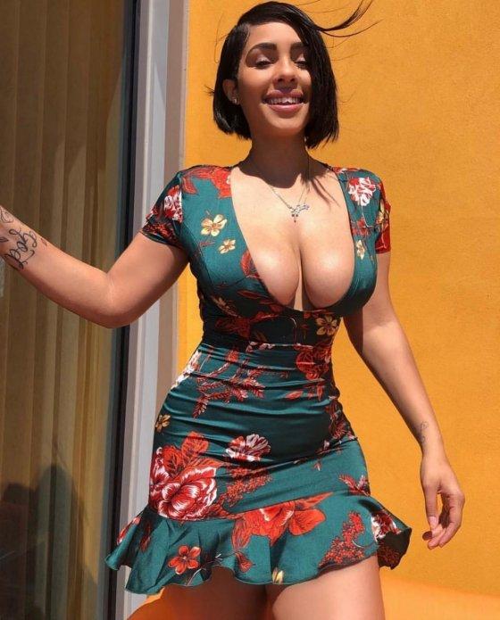 ლამაზი კაბაა