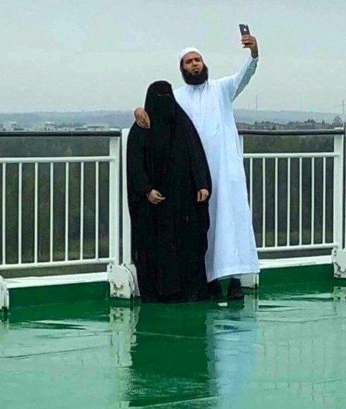წყვილის სელფი არაბულად, ეს ქალი რისთვის იღებს სურათს ესაა საინტერესოც და სასაცილოც