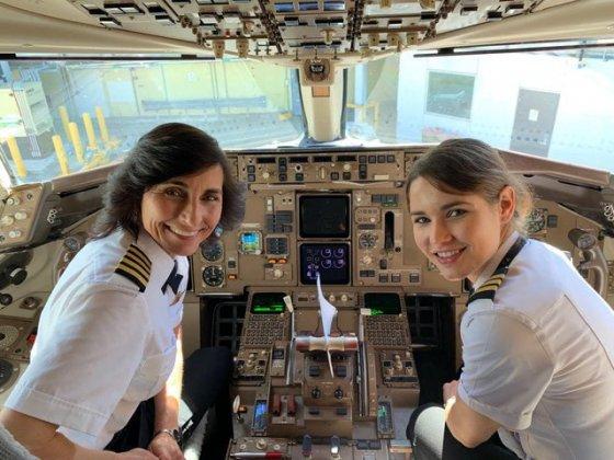 """ავიაკომპანია """"დელტა ეარლაინზის""""  თვითმფრინავი, რომელსაც დედა და შვილი მართავენ"""