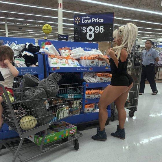 გოგო მაღაზიაში