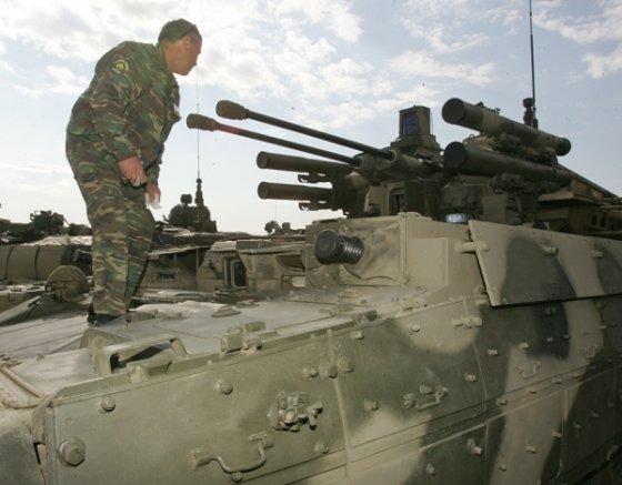 """საბრძოლო მანქანა  """"Т 72""""-ის ბაზაზე სამხედრო გამოფენაზე"""