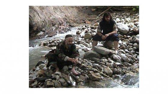 ჩეჩნეთის პრეზიდენტი ასლან მასხადოვი და ზელიმხან მარგოშვილი თევზაობისას 2002 წელი