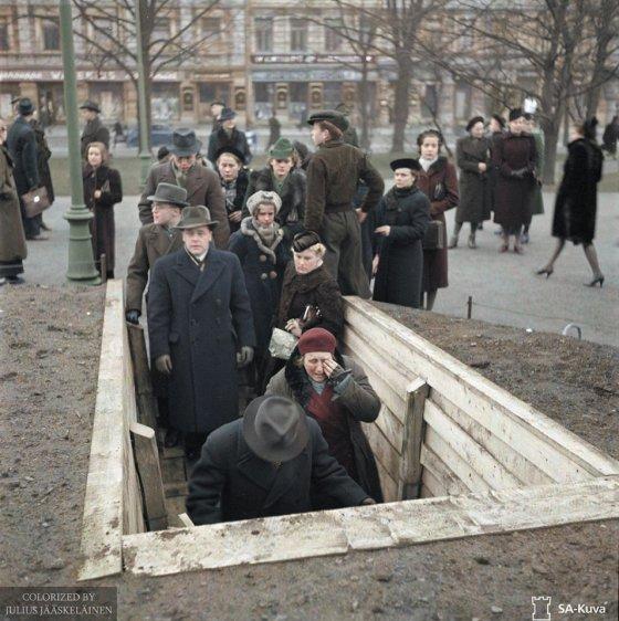 მშვიდობიანი მოქალაქეები თავს აფარებენ ბუნკერებს, საბჭოთა საჰაერო იერიშის დროს - ფინეთი