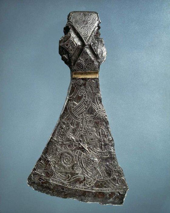 1030 წლის ვიკინგის ცულის თავი, ნაპოვნია დანიაში