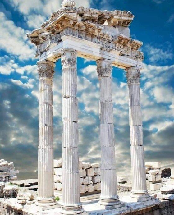 ტრაიანეს ტაძარი, პერგამონი, თურქეთი