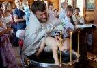 ფოტო განწყობისათვის, პატარას ნათლობისას ემბაზში ვერ სვამენ.