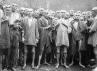 შოკისმომგვრელი ისტორიული ფოტო-საკონცენტრაციო  ბანაკის  ტყვეები  განთავისუფლებისას