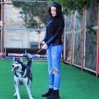 უსაყვარლესი ქართველი გოგონა, თავის ძაღლთან