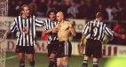 """ეს ფოტო ბრიტანულმა საიტმა გამოაქვეყნა წარწერით: """" Newcastle's Temuri Ketsbaia celebrated scoring a 9"""
