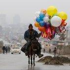 ავღანელი მამაკაცი საჰაერო ბუშტებს ყიდის-ქაბული 21 მარტი-Reuters-ის ფოტო