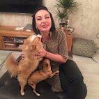 ლელა თავის საყვარელ ძაღლებთან ერთად