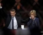 საფრანგეთის ახლადარჩეული პრეზიდენტისა და პირველი ლედის ფოტო ინტერნეტ სივრცეს იპყრობს