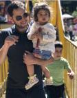 ბექა ხოფერია მთაწმინდის პარკში შვილთან ერთად