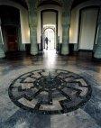 შავი მზე - ოკულტური სიმბოლო, რომელიც ვეველსბურგის სასახლის ცენტრალურ დარბაზის იატაკზეა ამოკვეთილი.