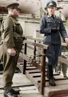 განსხვავება დემოკრატიასა და ნაციონალიზმს შორის ერთ ფოტოში. ინგლისელი და გერმანელი ჯარისკაცი.