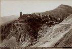 ოსეთის სამხედრო გზა სოფელი ყლეათა.  გადაღებულია რაევის მიერ 1900-იან წლებში