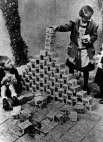 1923 წელს 4 ტრილიონი გერმანული მარკა მხოლოდ 1 დოლარი იყო