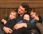 დათუნა ალადაშვილი თავის  საყვარელ დის შვილებთან ერთად