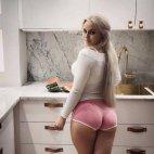 ქალი სამზარეულოში