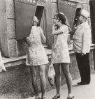 გოგონები ტელეფონის ჯიხურთან-საბჭოთა კავშირი,1960-იანი წლები