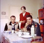 ელვის პრესლი მამასთან და ბებიასთან  ერთად საუზმობს(1959წელი)