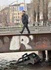 """სერბი პოლიციელების მანქანა მდინარეში """"ავტოპილოტით"""" მიცურავს"""