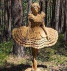 ხისგან  გამოკვეთილი   ქალი