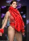 კარგ ფორმაშია 38 წლის ბლანკა ბლანკო Los Angeles Fashion Week