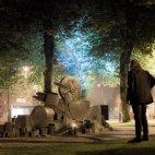 """""""კიდევ ერთი დაბადების დღე სცენის მიღმა-დიდი დანაკარგი""""-რობერტ პლანტი ჯონ ბონემის ძეგლთან"""