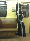 ადრე  ისლამის მიმდევარი ქალები შავი ნაჭრის დახურული კაბით დადიოდნენ ახლა ადიდასის ტანსაცმლით დადიან
