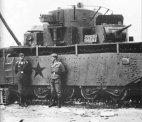 გერმანელები მათ მიერ ხელში ჩაგდებულ უიშვიათეს საბჭოთა ტანკთან ერთად