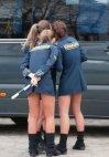 სხვის მანქანაში თვალების ცეცებას სჯობდა შარვლები არ დაგეკარგათ. პოლიციელი გოგონები ტრუსით დგანან