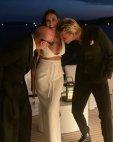 დემი მურის სახალისო ფოტო პარფიუმერ ერიკ ბუტერბოსთან და მსახიობ პატრიკ ჰილგართან ერთად