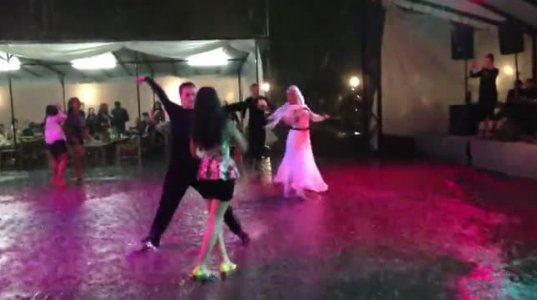 აჭარულის ცეკვა თავსხმა წვიმაში