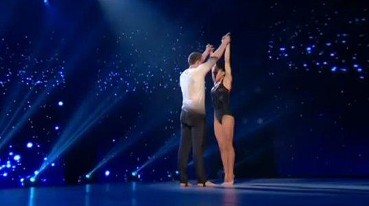 ეს ქალი ცეკვის დროს ჰაერში წარმოუდგენელ მოძრაობებს აკეთებს!