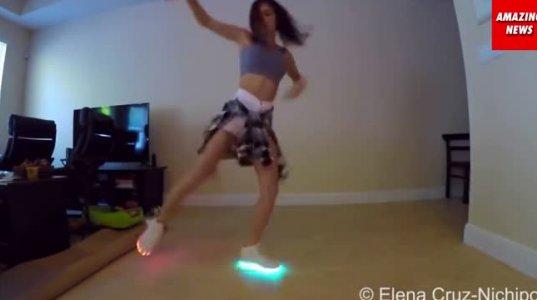 გოგონამ რომელმაც იყიდა მანათობელი ფეხსაცმელები სიხარულისგან ცეკვავს