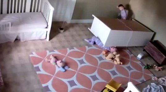 ორი წლის ბავშვმა ტყუპისცალი გადაარჩინა