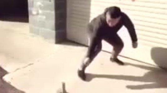 """ზესახალისო ვიდეო მშიშარა კაცზე, რომელმაც შიშის გამო """"გაიჩალიჩა"""""""