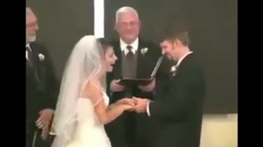 ჯვრისწერაზე პატარძალს ისეთი ხარხარი აუვარდა ლამის ქორწინება ჩაშალა