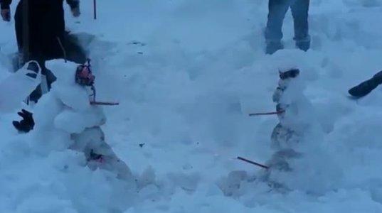 მებრძოლი თოვლის ბაბუები