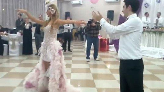 სიძის და პატარძლის ქართულმა ცეკვამ ქორწილში სოც ქსელი დაიპყრო