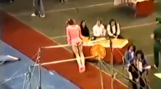 გოგონას სპორტული ტანვარჯიშის დროს რამდენჯერმე ჩასძვრა საცვალი
