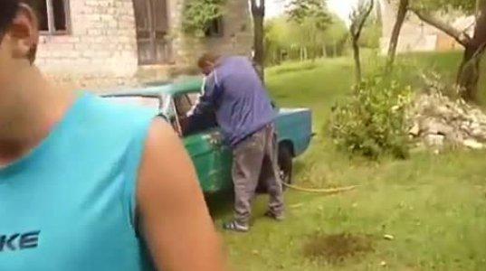 აი როგორ რეცხავს იმერელი კაცი მანქანას