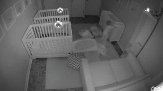 2 წლის ტყუპი ბიჭუნას ცელქობამ ინტერნეტი დაიპყრო