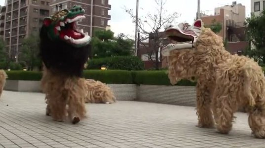 ,,drum lion''-  ცეკვის შესრულება