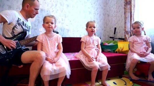 სამი მომღერალი ტყუპი და ძალიან კარგი მამიკო